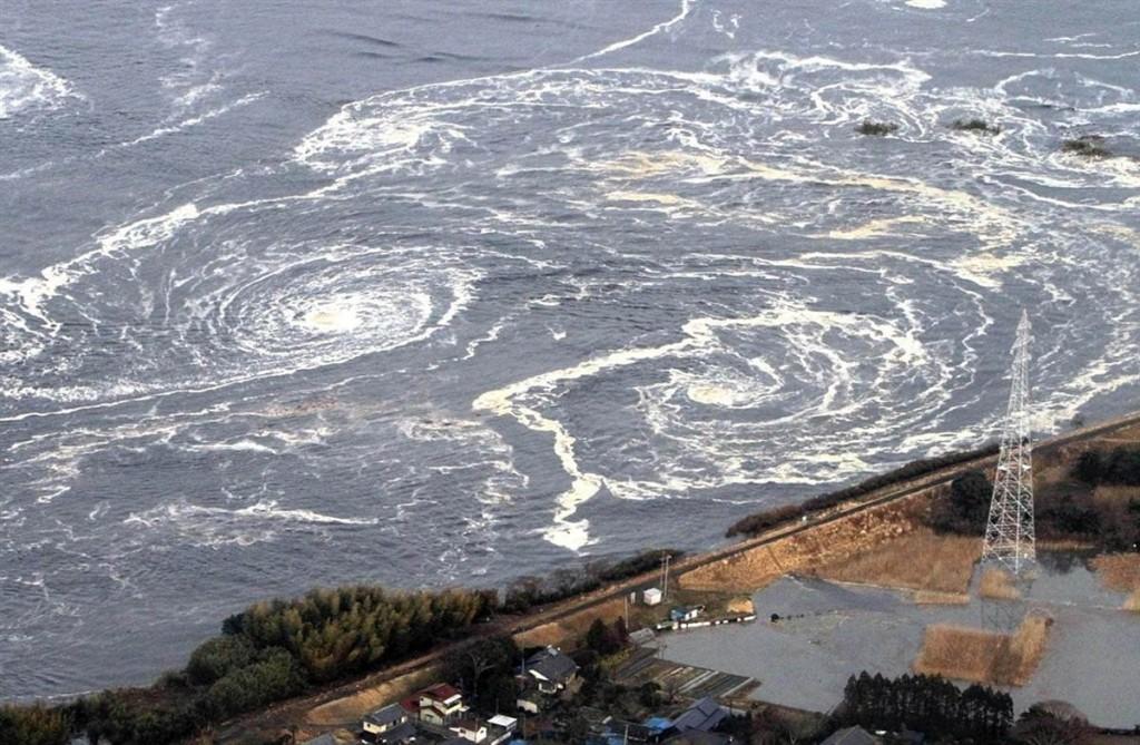 terremoto tsunami japon 2011 marzo 12 remolinos mar