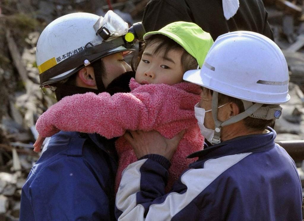 terremoto tsunami japon 2011 marzo 12 salvando nina