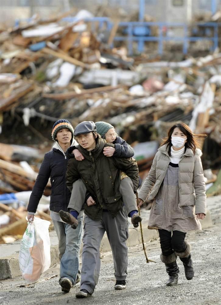 terremoto tsunami japon 2011 marzo 12 sendai evacuados