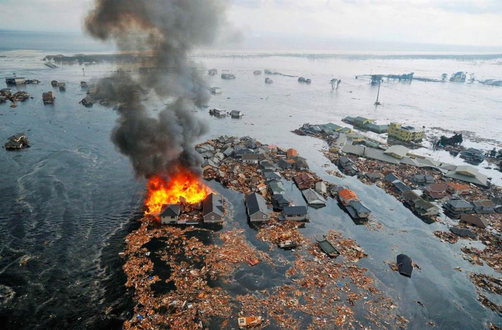 tsunami japon 11 2011 marzo natori casas agua incendios