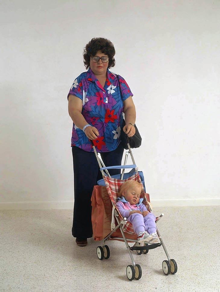 duane hanson escultura figura woman stroller