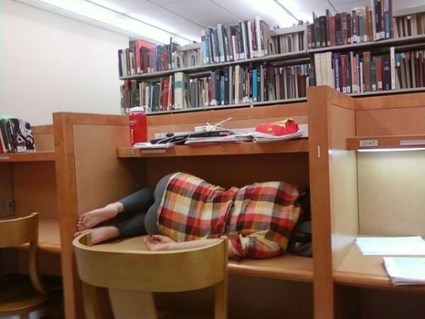 durmiendo china escritorio