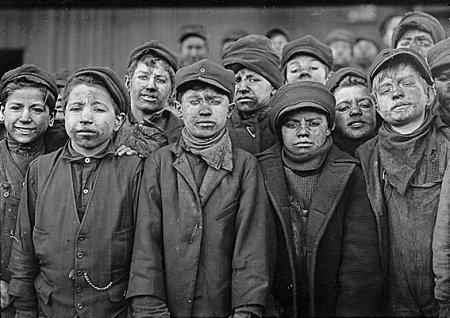 gente-del-mundo-blanco-negro-chicos-trabajando