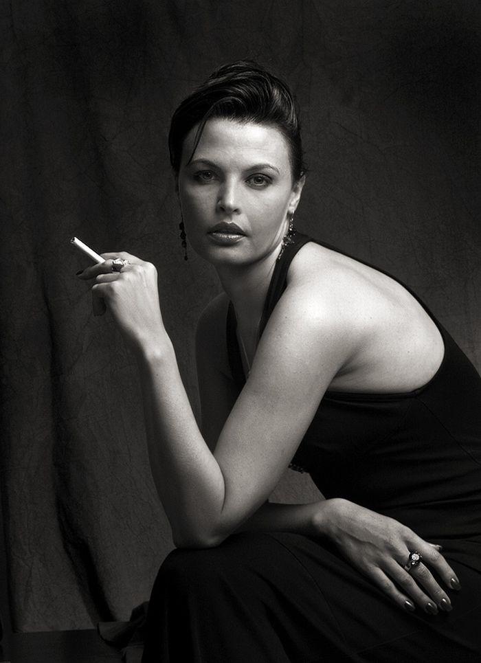 gente-del-mundo-blanco-negro-mujer-fumando
