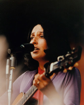 joan-baez-cantante-singer