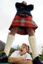 kilt falda escocesa humor accidente mujer