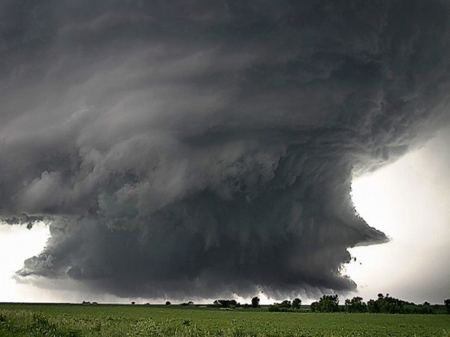 nube tormenta negra gris
