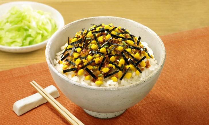 furikake japon platos arroz condimento alga huevo