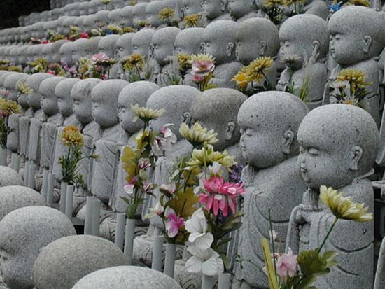 jizo estatuas figuras cementerio