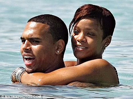 rihanna-chris-brown-abrazados