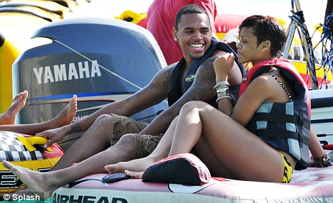 rihanna-chris-brown-jet-sky