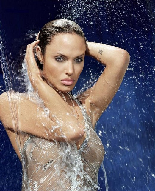 angelina-jolie-esquire-agua-guapa-gorgeus-beauty