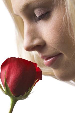 oler rosa flor oliendo