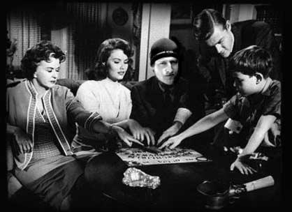 ouija practicando juego tabla