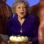 Betty White y Luciana - I'm still hot
