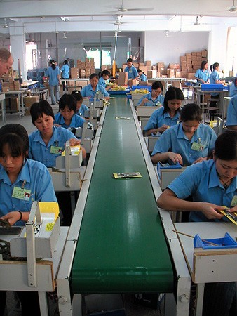china fabrica trabajadores chinos cadena montaje
