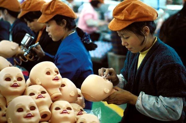 fabrica china trabajadores chinos mattel juguetes 01