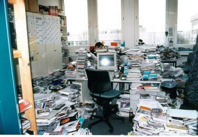 oficina papeles sucia desordenada desorden