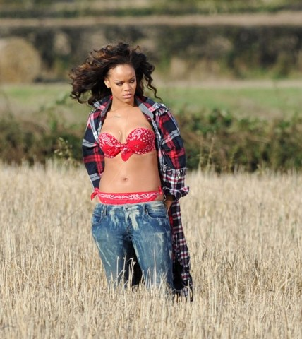 rihanna we found love video making 05