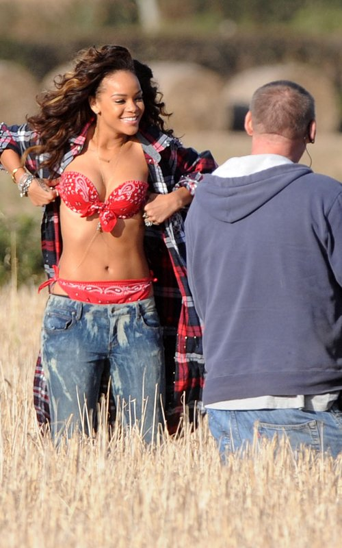 rihanna we found love video making 11