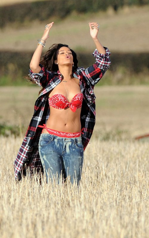 rihanna we found love video making 13