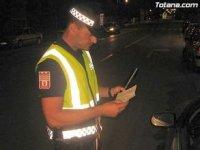 agente policia papeles tijeras