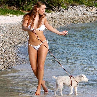 mariah carey paseando playa perro