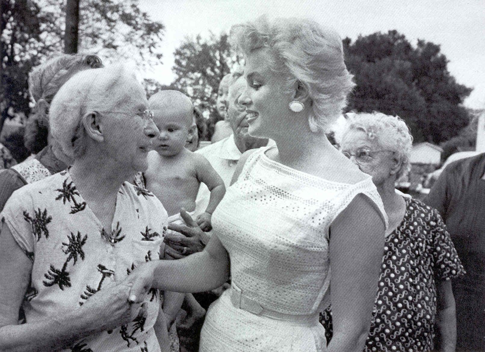 Marilyn Monroe Eve Arnold foule 1