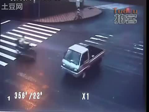accidente moto trafico china 1