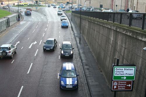 conducir por la izquierda carretera