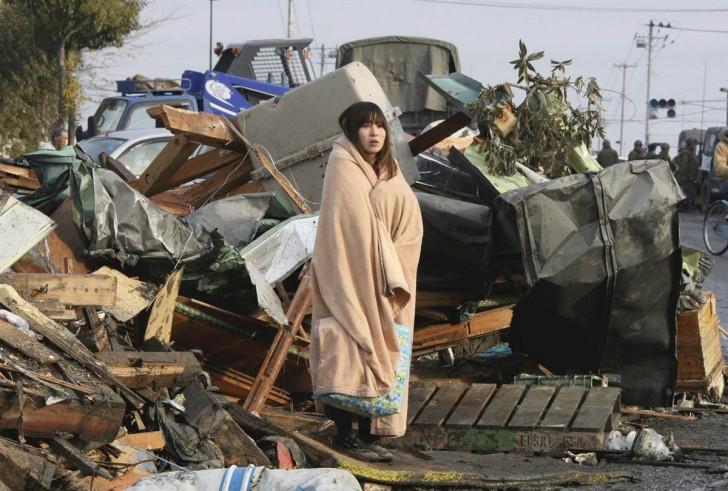 tsunami japon 11 marzo 2011 Ishimaki mujer
