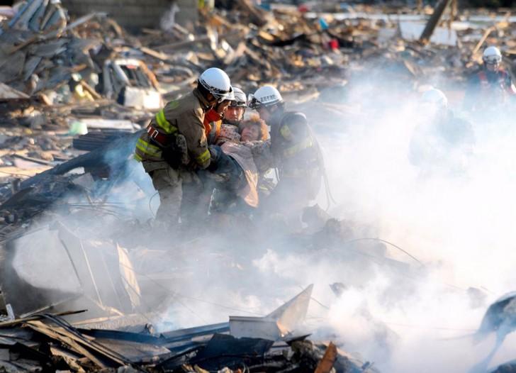 tsunami japon 11 marzo 2011 dia 3 natori bomberos
