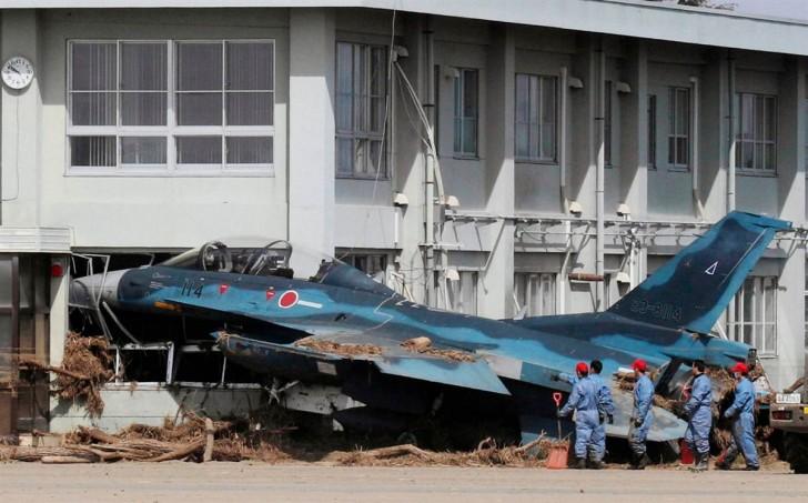 tsunami terremoto japon 2011 Mitsubishi F-2