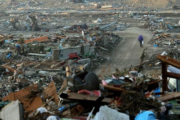 tsunami terremoto japon 2011 Onagawa hombre escombros