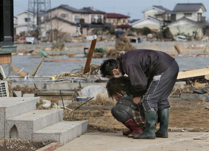 tsunami terremoto japon 2011 Watari mujer llorando