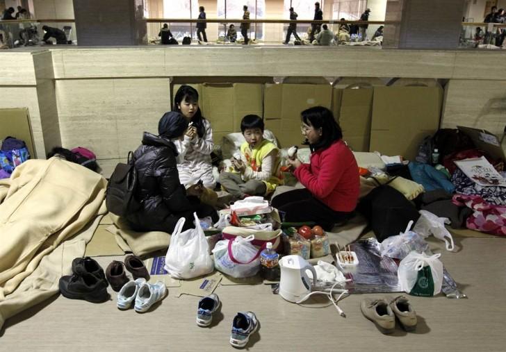 tsunami terremoto japon 2011 sendai familia refugio