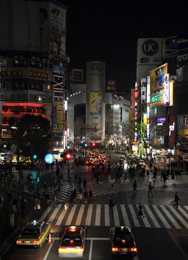tsunami terremoto japon 2011 shibuya cortes luz