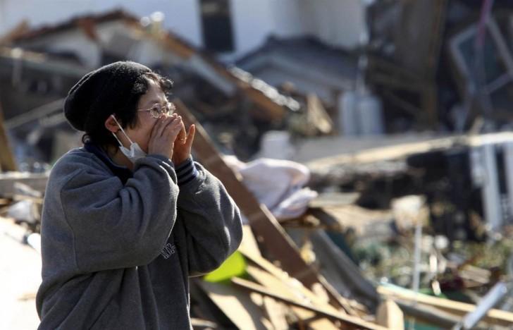 tsunami terremoto japon 2011 soma mujer llamando