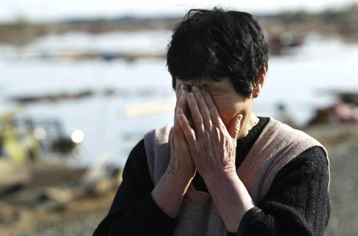tsunami terremoto japon 2011 soma mujer llorando