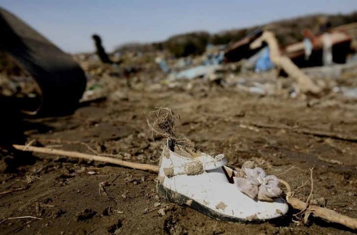 tsunami terremoto japon 2011 soma zapato niña