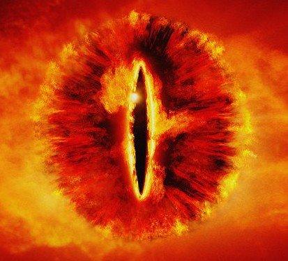 Orcos acojonados ante la posibilidad de un mal de ojo de Sauron
