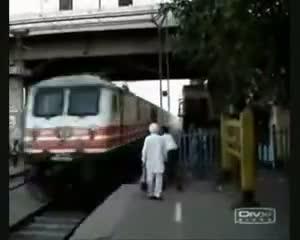 videos personas suerte tren