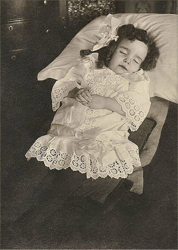 fotografias post mortem niña durmiendo