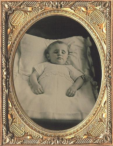 fotografias post mortem niño pequeño