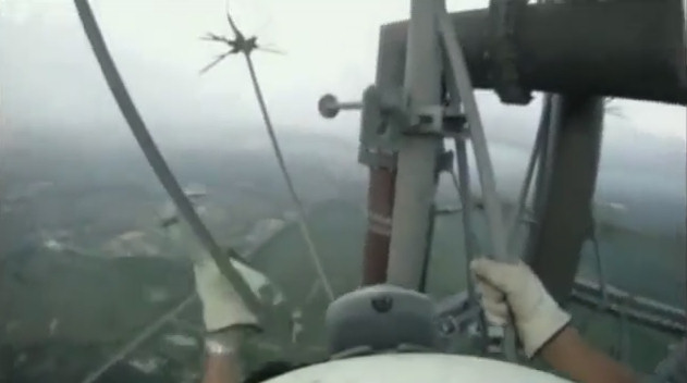 subiendo torre 300 metros sin arnes
