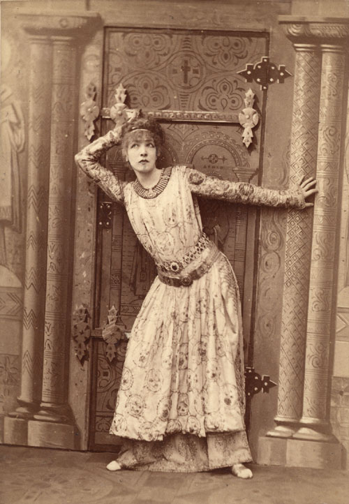 Sarah_Bernhardt_as_Theodora_by_Nadar