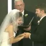 Cuando a una novia le entra la risa en la boda