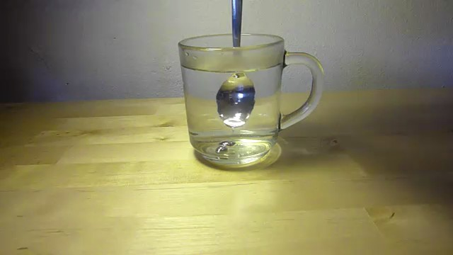 fundir cuchara galio agua caliente 2