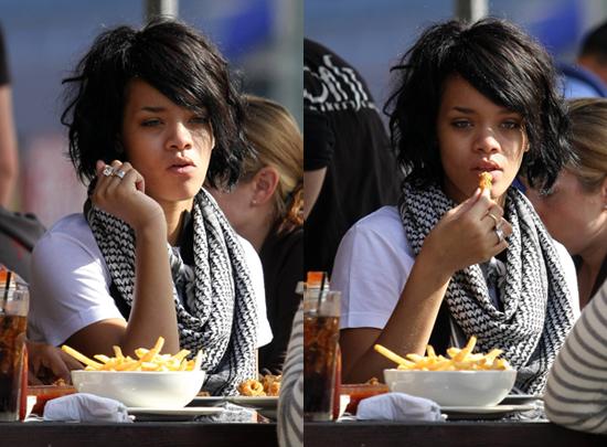 rihanna comiendo pollo