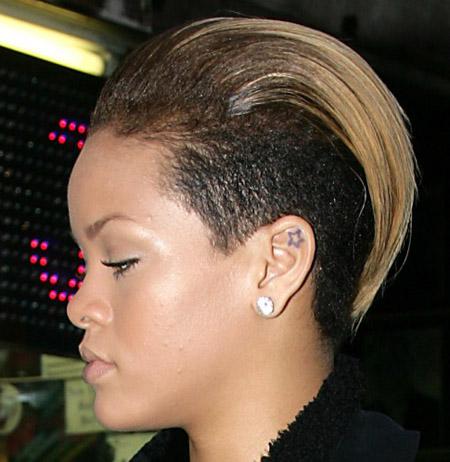 rihanna cresta peinado